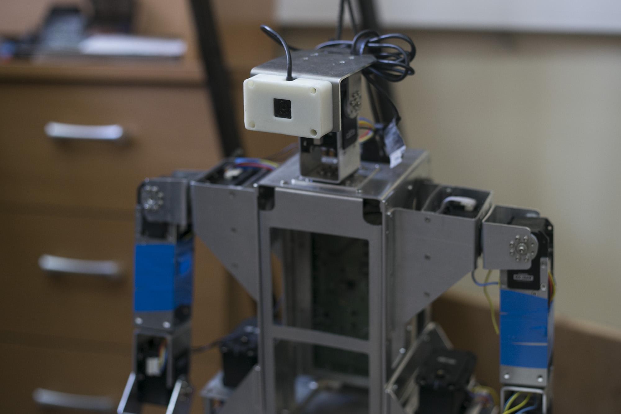Это мы собираем роботов: кто в Петербурге создает машины, которые могут работать в космосе, заправлять самолеты и строить автомобили