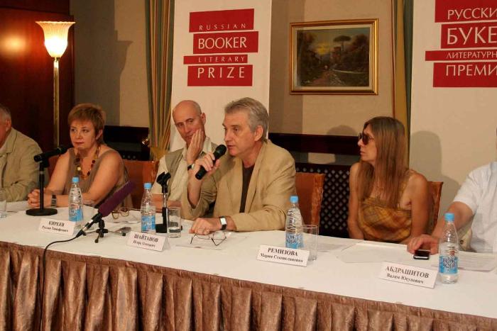 Литературную премию «Русский Букер» не будут вручать в 2018 году из-за отсутствия спонсора. Организаторы опасаются полного закрытия