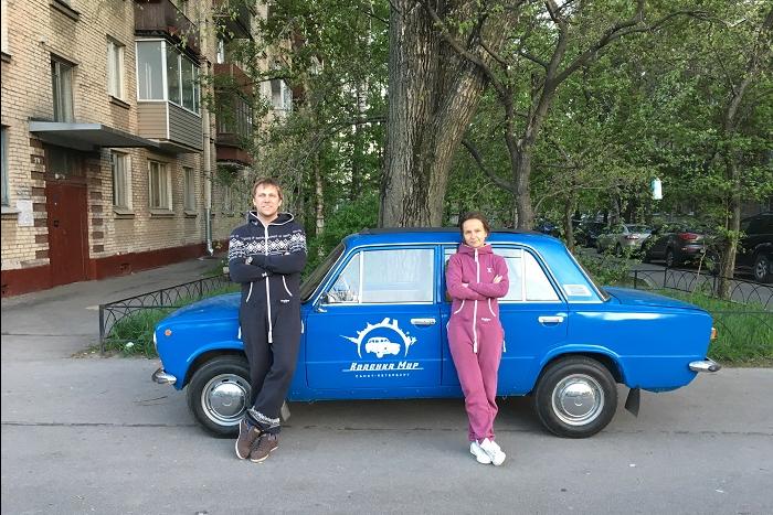 Как петербуржцы запустили экскурсии по городу на «Копейках» и теперь катают туристов наретромашинах с открытой крышей