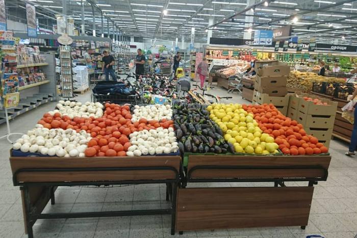 «Лента» выложила фрукты и овощи в форме флагов Англии и Бельгии перед их матчем в Петербурге. «Призма» говорит, что делала так весь ЧМ