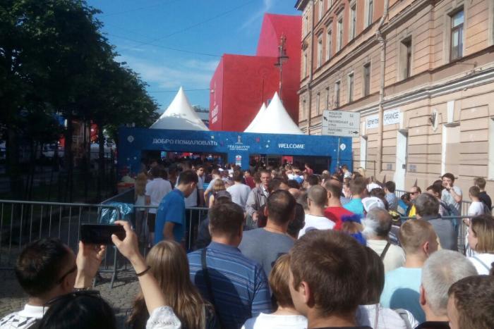 В Петербурге начинается матч за третье место в чемпионате мира. Вход в фан-зону временно ограничен