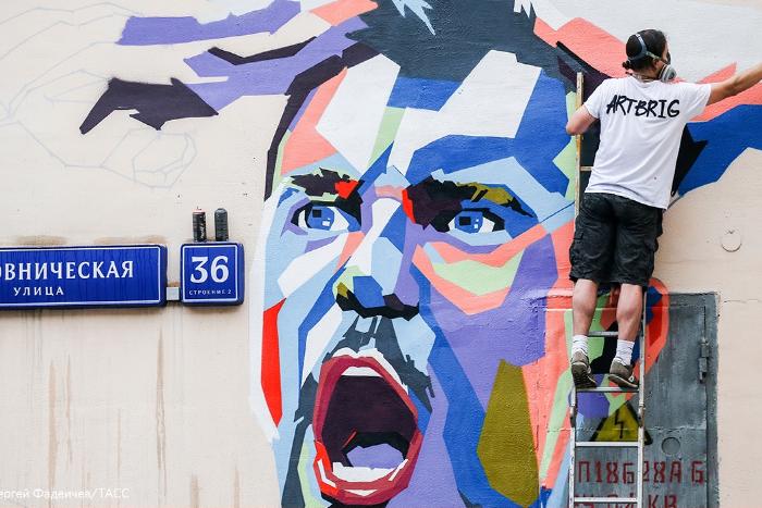 В Москве нарисовали граффити с Дзюбой и Черчесовым