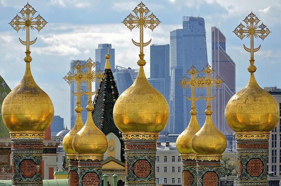 Почему россияне счастливы, хотя в стране уже десять лет почти нет экономического роста? Рассказывает социолог