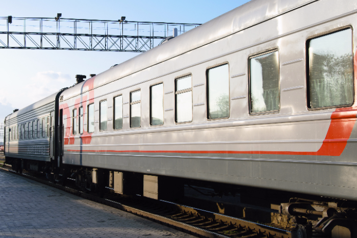 Болельщики во время ЧМ украли из поездов одеяла и подстаканники на миллион рублей, рассказали в «РЖД»
