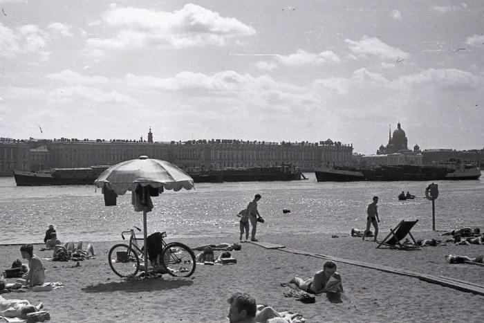 «Воздух превратился в кипящее масло»: что петербуржцы писали орекордной жаре в 1972, 1998 и 2010 годах