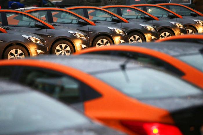 На петербургских дорогах всё больше машин из каршерингов. Правда ли, что они дешевле такси, но часто ломаются и попадают в ДТП?