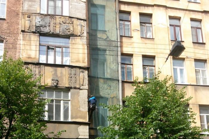 Жильцов дома на Петроградской стороне, который пошел трещинами, разместили в маневренном фонде
