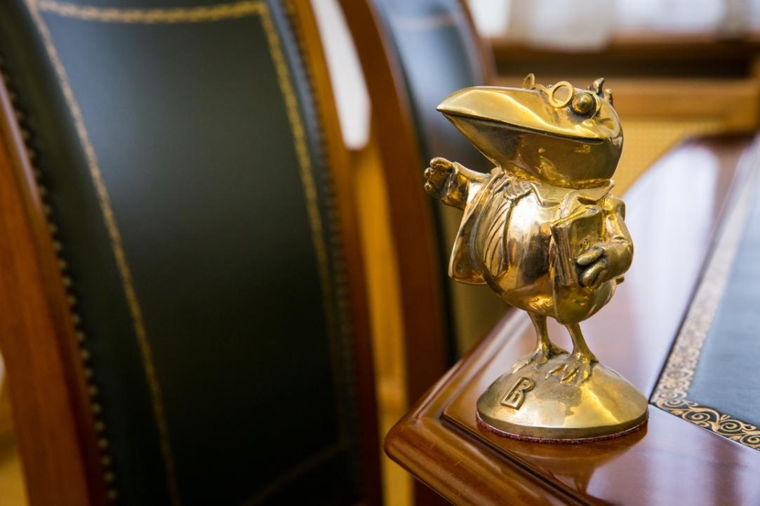 В России приостановили деятельность 922 диссертационных советов. Среди них — около 100 из Петербурга, пишет «Фонтанка»