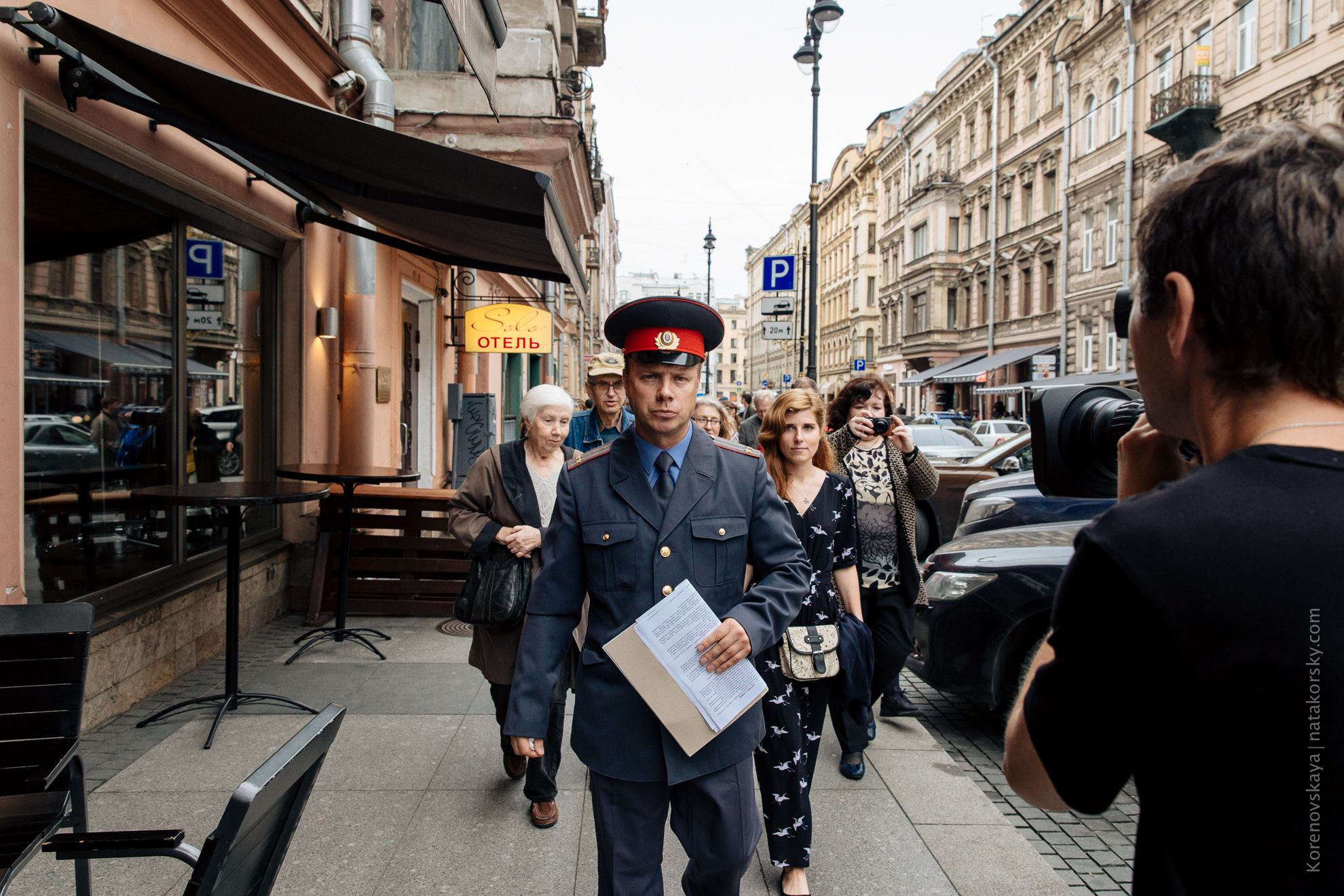 В Петербурге разыграют билеты на спектакль о Довлатове. Во время представления зрителей поведут по барам на Рубинштейна