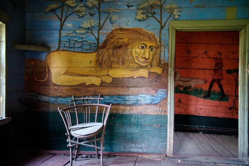 Как петербурженка выкупила деревянный дом с уникальными росписями в селе Саратовской области — и открыла там музей