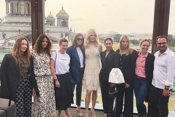 В Петербурге побывала Николь Кидман. Она фотографировалась на фоне Исаакия, передавала приветы из России и ужинала в Мраморном дворце🎉