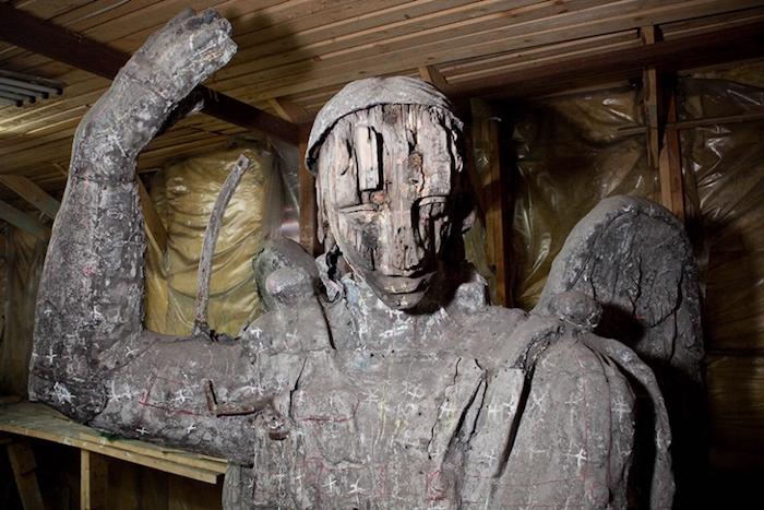 Оригинальную скульптуру ангела «Пустые руки» перевезли в Смольный собор