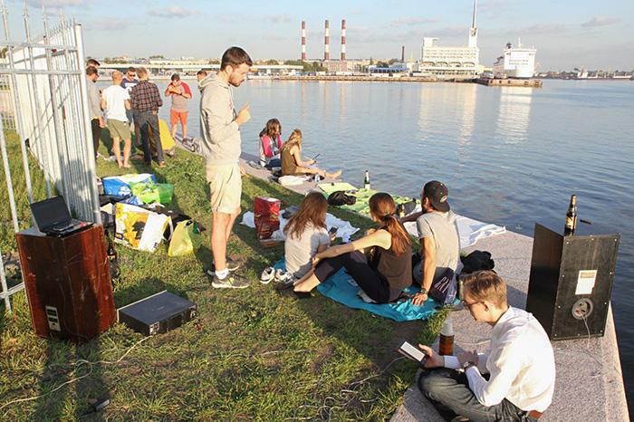 Как петербуржцы бесплатно раздают еду, устраивают вечеринки с уборкой пляжей и обучают детей впровинции программированию. Семь историй