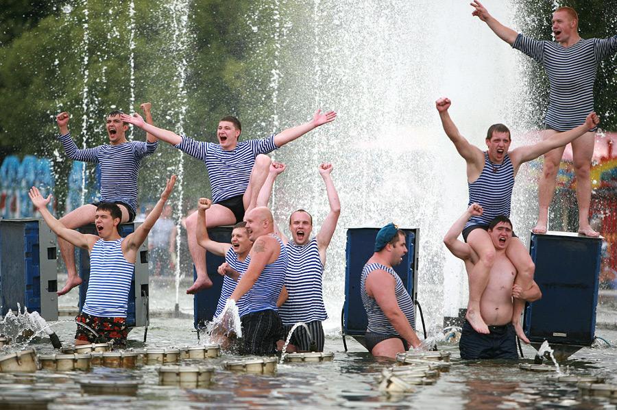 В День ВДВ «Водоканал» отключил фонтаны на Московской площади и в Александровском саду