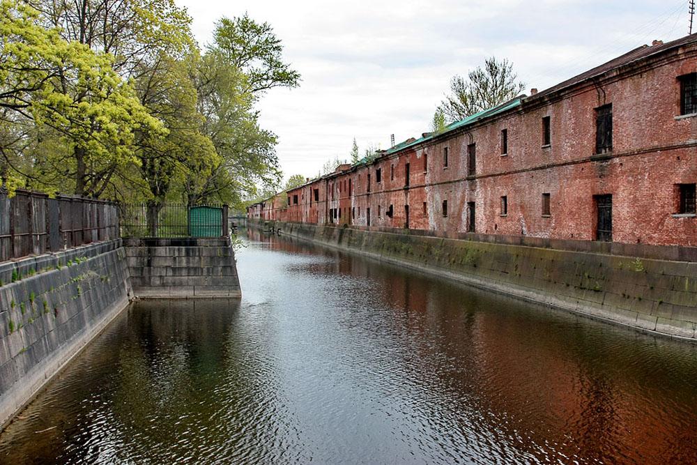 В Кронштадт хотят перевезти все военно-морские вузы Петербурга, пишет «Фонтанка». Из города переедет 30 тысяч курсантов и педагогов