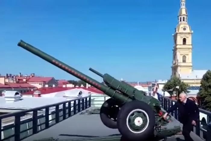 В Петербурге отпраздновали день рождения Ахмата Кадырова. Ему посвятили выстрел из пушки Петропавловской крепости