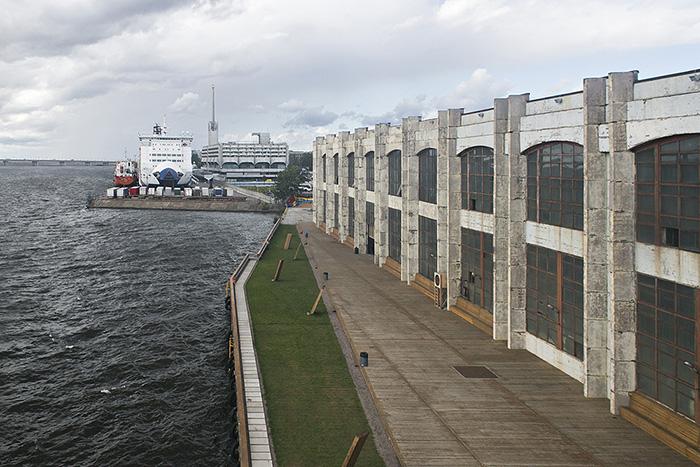 Как «Порт Севкабель» стал самым популярным местом в Петербурге, даже не открывшись. Скоро туда можно будет ходить постоянно — посмотрите, как готовят пространство