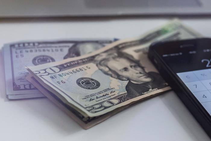 Доллар превысил 68 рублей впервые с апреля 2016 года