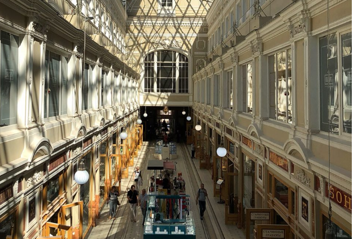 С сентября в Петербурге запустят экскурсии по торговому дому «Пассаж» и театру Комиссаржевской