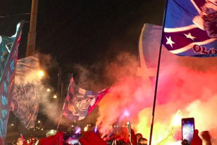 Как петербургские болельщики отмечали победу «Зенита» над «Динамо» со счетом 8:1 — с праздником на теплоходе и файерами на набережной🔥