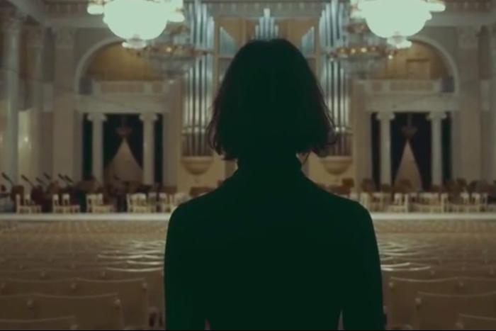 Петербургская филармония сняла клип-путешествие по залам под музыку Эрика Сати. Получилось очень красиво😍