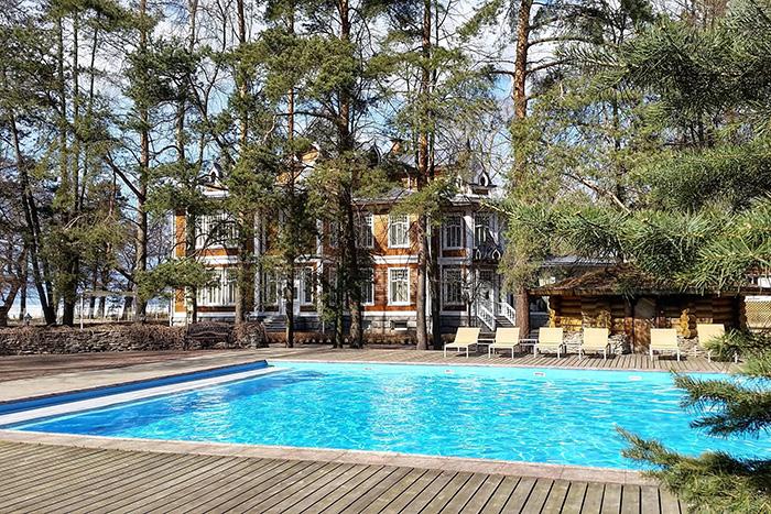 Здесь можно спрятаться от жары: восемь бассейнов под открытым небом в Петербурге