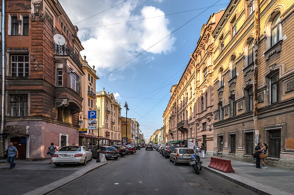 Как петербуржцы борются с рестораторами, открывающими бары в их домах. Истории с Рубинштейна и других улиц в центре города