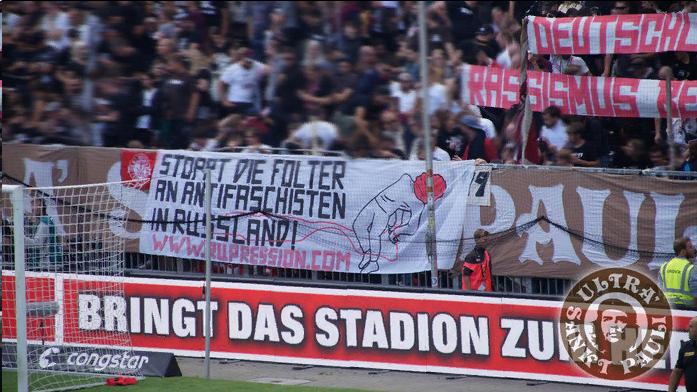 Фанаты гамбургского футбольного клуба повесили баннер в поддержку обвиняемых по «делу антифашистов»
