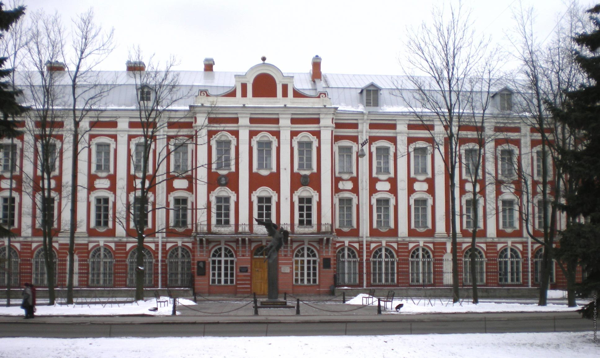 Путин назвал невозможной продажу исторических зданий СПбГУ. Но упомянул, что университет может «эффективно использовать» другое имущество