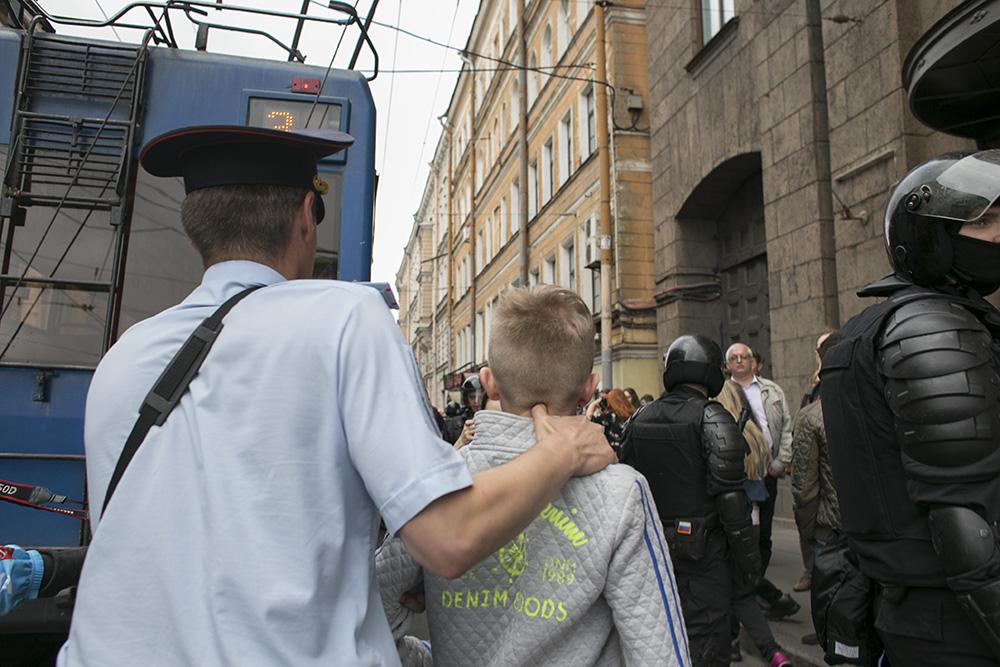 На акции против пенсионной реформы в Петербурге задержали 80 подростков. Четверо из них остаются под надзором полиции