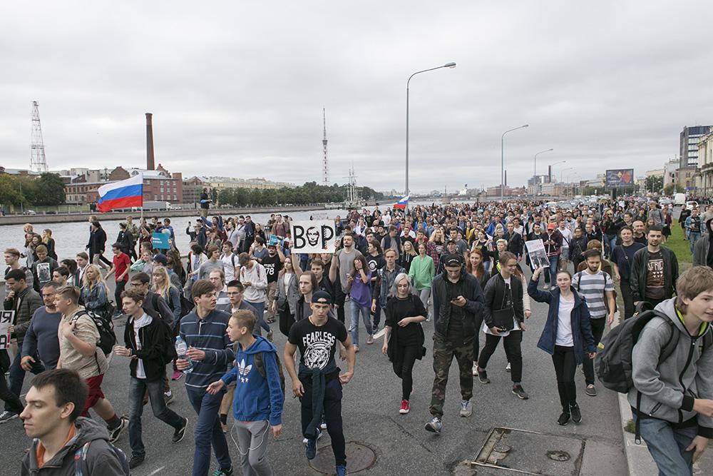 Это участники акции против пенсионной реформы. И вот как их задерживали в Петербурге: 25 фотографий