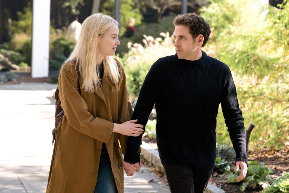 На Netflix вышел сериал «Маньяк» с Эммой Стоун и Джоной Хиллом. Его снял режиссер «Настоящего детектива»