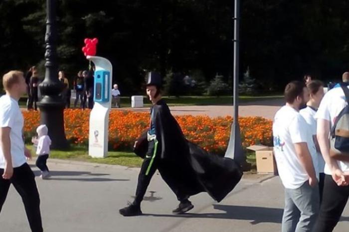 На Крестовском прошел литературный забег. Посмотрите на его участников — в платьях и костюмах Пушкина