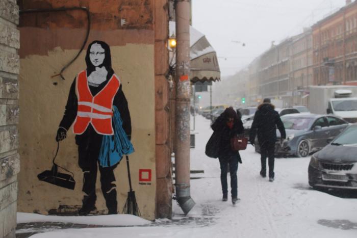 Граффити с Джокондой в образе дворника на Жуковского закрасили