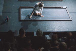Как полюбить современный петербургский театр, если вы в нем ничего не понимаете? Рассказывает театральный критик Виктор Вилисов