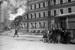 Ветеранам войны и блокадникам выплатят по 7 тысяч рублей к юбилею снятия блокады