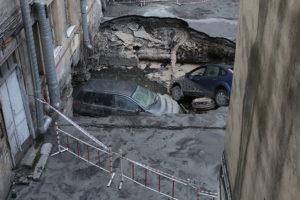 В Петербурге два человека погибли в затопленном кипятком антикафе. Как на это реагируют власти и почему в городе не меняют изношенные трубы