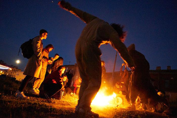 В этой коммуне больше 30 петербуржцев вместе живут, ведут быт и празднуют полнолуния. Вот фотоистория человека, прожившего там три месяца