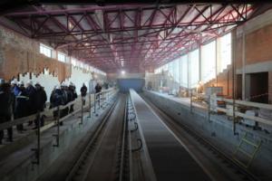 Новые станции фиолетовой линии должны сдать до конца 2018-го, но контракт продлили еще на 5 месяцев. Что об этом известно и почему сроки постоянно сдвигают
