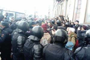 На петербургской акции в поддержку фигурантов дел «Сети» и «Нового величия» задержали 40 человек. Главное о народном сходе
