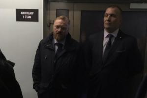 Депутат Милонов преградил посетителям вход на фестиваль «Бок о бок». Открытие отменили