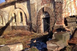 В Кронштадте разворовывают исторический форт. Исчезли ограда и элементы крепостных орудий