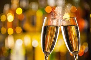 Может ли хорошее шампанское стоить 1000 рублей и с чем его лучше пить? Рассказывает винодел из Dom Pérignon