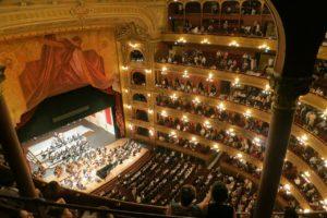 Как покупать билеты в театры дешевле и какие места выбирать? Рассказывают БДТ, Филармония, Karlsson Haus и БТК