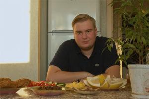 Потратить на еду 3500 рублей за месяц, покупать самые дешевые макароны и вести блог о своем эксперименте