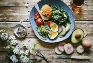 Как начать правильно питаться, чем опасны строгие диеты и нужно ли отказываться от глютена? Рассказывает врач Никита Жуков