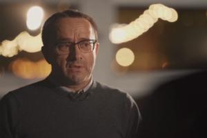 На канале «Ещенепознер» вышло интервью со Звягинцевым — о семье, работе дворником и новом фильме