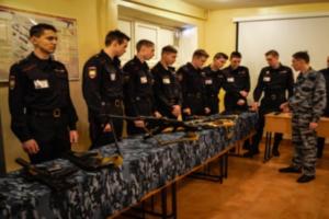 В петербургском университете МВД командир взвода выстрелил в плечо курсанту. Он заявил, что это произошло случайно
