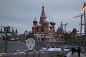 Петербургский художник Константин Бенькович установил скульптуру «Крик» на месте убийства Немцова