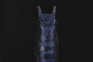 В Эрмитаже пройдет выставка платьев из фарфора. Их создала петербургская художница